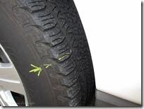タイヤに刺さったネジ