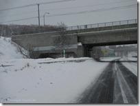 路肩の標識には、LEDが仕込まれ見やすい雪国仕様です